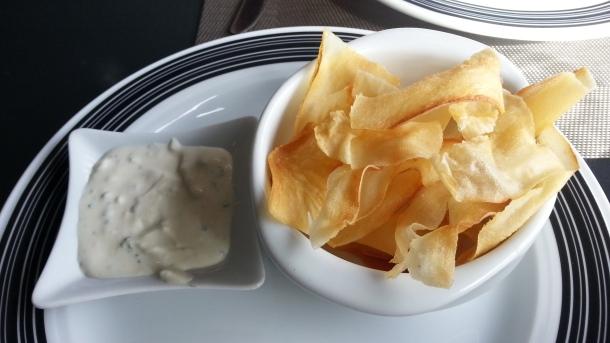 Yuca adictiva con salsa de roquefort