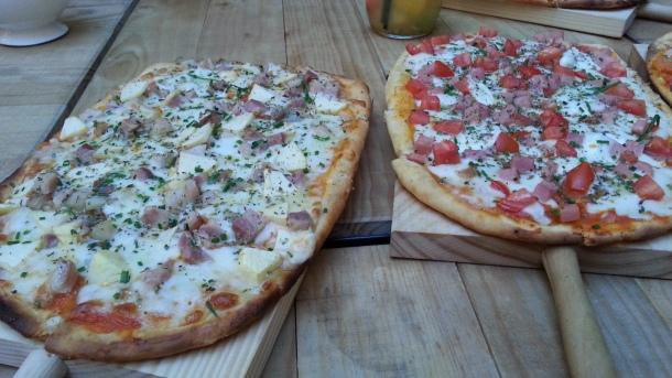 Pizzas Donatello (izq.) y mazarella (der.)